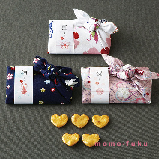HEART-SHAPED RICE CRACKERS - lovely handkerchief wrapping